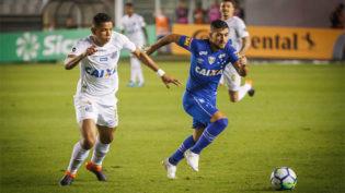 Na estreia de Cuca no Santos, Cruzeiro leva a melhor na Vila Belmiro