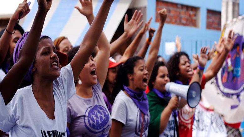 Mulheres protestam contra discriminação e violência doméstica. Na política, são maioria de eleitores e minoria entre candidatas (Foto: EBC/Facebook/Reprodução)