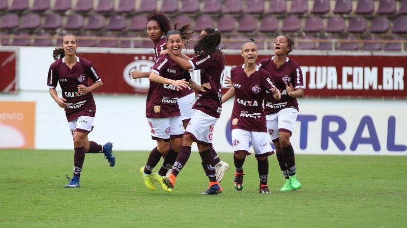 Jogadoras da Ferroviária comemoram segundo gol que garantiu vitória sobre o Iranduba (Foto: Beto Boschiero/Ferroviária/Divulgação)