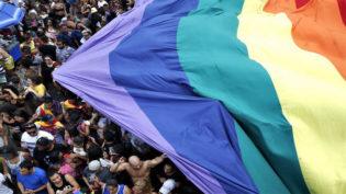 Violência e 'apagamento' marcam realidade de lésbicas no Brasil