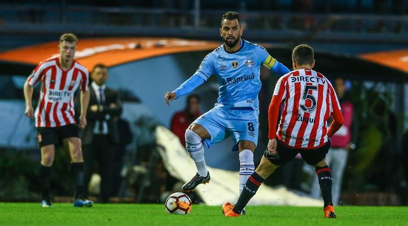 Grêmio foi dominado pelo Estudiantes no início do jogo e sofreu dois gols (Foto: Lucas Uebel/Grêmio/FBPA)