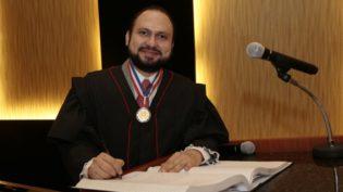 Procurador-geral do MPC puxa para si relatoria das contas de Amazonino