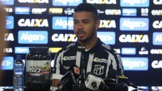 Corintianos não querem Juninho, do Ceará, acusado de bater na namorada