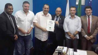 Omar e Bisneto assinam o compromisso de combate à corrupção e caixa 2