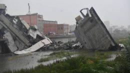 Parte da estrutura caiu sobre rodovia e autoridades dizem que há dezenas de pessoas sob escombros (Foto: Ansa)