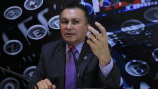 Para não aparecer com foto de Amazonino, Sabá Reis diz que abre mão do horário eleitoral
