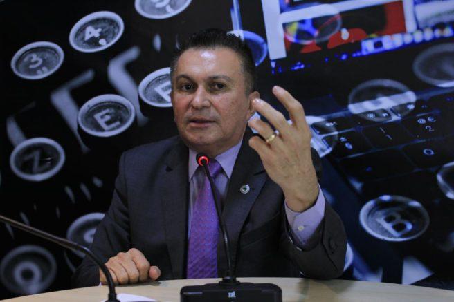 Deputado Sabá Reis diz que está disposto a não participar do horário eleitoral para não aparecer com foto de Amazonino (Foto: Assessoria/Divulgação)