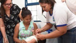 Vacinação contra a poliomielite e o sarampo segue até o dia 31 deste mês nos postos de saúde (Foto: FVS/Susam/Divulgação)