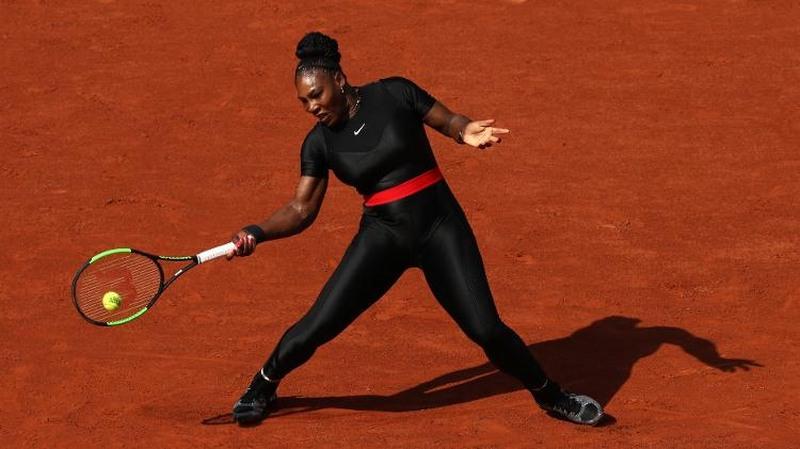 Serena Williams desconcentrou os fãs com macacão preto sensual (Foto: Getty imagens/Reprodução/Instagram)