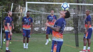 Vitória da Chapecoense aumenta risco de queda para Vasco e Corinthians