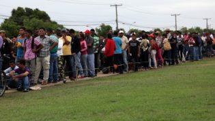Programa transfere 204 venezuelanos de Boa Vista para Manaus e Cuiabá