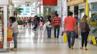 Intenção de consumo das famílias cresce 5,1% de dezembro para janeiro