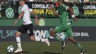 Com gol no final, Chapecoense vira e bate o Corinthians