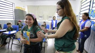 Alunos da rede municipal recebem imunização contra o sarampo