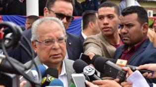 Amazonino pede retirada de matéria da revista Veja e direito de resposta