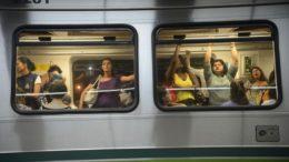 Em muitas cidades, empresas de metrô separam vagões somente para mulheres (Foto: Fábio Rodrigues Pozzebom/Agência Brasil)