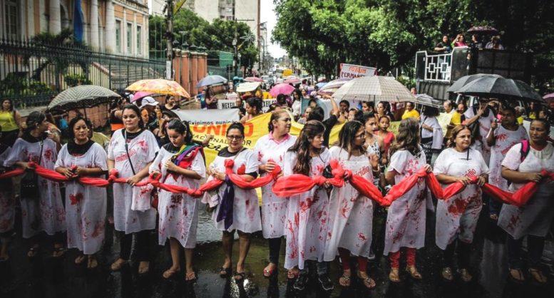 Integrantes do Mulheres 8M preparam protesto em Manaus contra o candidato Jair Bolsonaro (Foto: Divulgação)