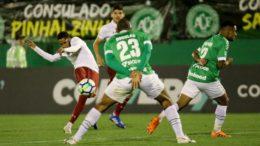 Fluminense venceu, deixou a Chapecoense na zona de rebaixamento e subiu para o 9º lugar (Foto: Lucas Merçon/FFC)