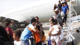 Famílias de venezuelanos foram recebidas por servidores da Semmasdh (Foto: Marinho Ramos/Semcom)