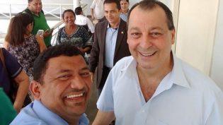 Após Omar cobrar Amazonino, Condera publica foto ao lado do senador