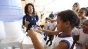 Fundeb financia estrutura na educação pública e proporciona maior ganho salarial a professores (Foto: Marcelo Casal/ABr)