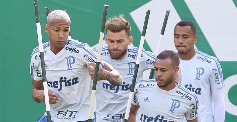 Deyverson e Lucas Lima em treino do Palmeiras: tira-teima contra o Cruzeiro (Foto: Cesar Greco/Ag. Palmeiras/Divulgação)