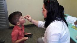 Segundo dia de campanha de imunização contra a poliomielite foi nesse sábado (Foto: Semsa/Divulgação)