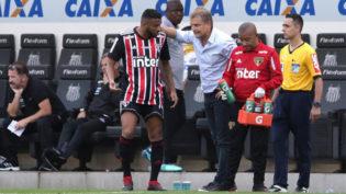 Ao empatar com o Santos, São Paulo volta a liderar, mas perde titulares