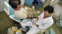 Processo de doação dura no máximo uma hora na sede do Hemoam (Foto: Alfredo Fernandes/Hemoam)