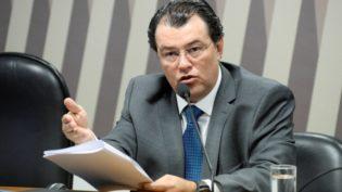 Ministro restabelece direito de resposta a Eduardo Braga contra Rede Tiradentes