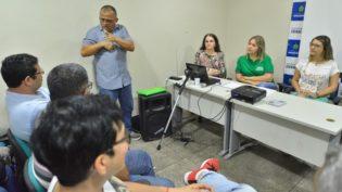 Surdos reclamam de libras em propagandas eleitorais e dificuldade para entender candidatos no Amazonas