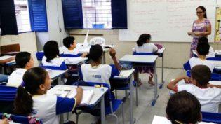 Por ano, 18 mil jovens desistem de estudar nas escolas públicas do Amazonas