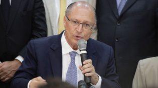 Centrão e aliados se dividem sobre estratégia para Alckmin reagir