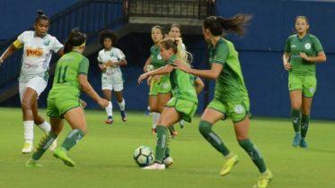 Iranduba (de verde) perdeu pênalti e ficou no empate, resultado que eliminou time amazonense (Foto: Rui Costa/Iranduba)