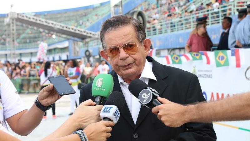 Secretário Lourenço Braga anunciou que dinheiro do Fundeb para pagar abono já estava separado (Foto: Bruno Zanardo/Secom)