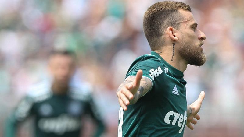 Lucas Lima comemora gol na vitória do Palmeiras. Triunfo garantiu liderança do Brasileirão (Foto: Caesar Greco/Ag. Palmeiras)