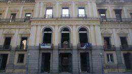 Peritos da Polícia Federal inspecionam ruínas do Museu Nacional, que busca ajuda para reconstrução (Foto Tomaz Silva-ABr)