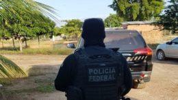 Policiais federais cumprem 12 mandados de prisão preventiva e 12 mandados de busca e apreensão em Macapá e Tartarugalzinho (Foto: Polícia Federal/Divulgação)