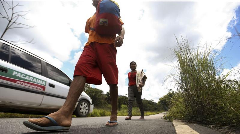 Venezuelanos continuam a chegar a Roraima pela fronteira e governo quer transferência para outros Estados (Foto: Marcelo Camargo/ABr)