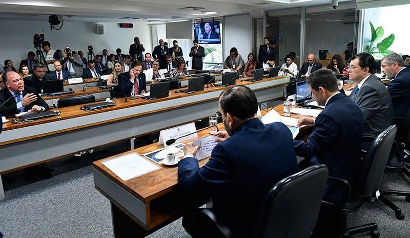 Senadores pressionaram ministros em reunião no Senado, nesta terça-feira (Foto: Geraldo Magela/Ag. Senado)