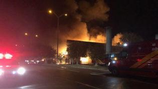 Supermercado é totalmente destruído por incêndio na zona oeste de Manaus