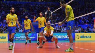 Vitória dos EUA sobre a Rússia classifica Brasil no Mundial de Vôlei