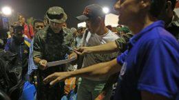Refugiados venezuelanos se preparam para deixar Roraima com destino a São Paulo e Cuiabá (Foto: Antônio Cruz/Agência Brasil)
