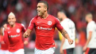 Internacional supera o Flamengo e assume a liderança do Brasileirão