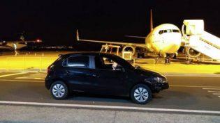 Carro invade aeroporto de Presidente Prudente e quase colide com avião
