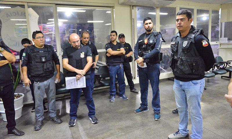 Amadeu Soares e agentes da SSP