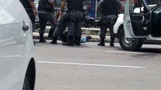Assaltantes tentam roubar casa lotérica em Manaus e fazem clientes de reféns