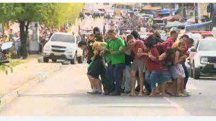 Bandidos usam reféns como escudo em Manaus e morrem em tentativa de fuga