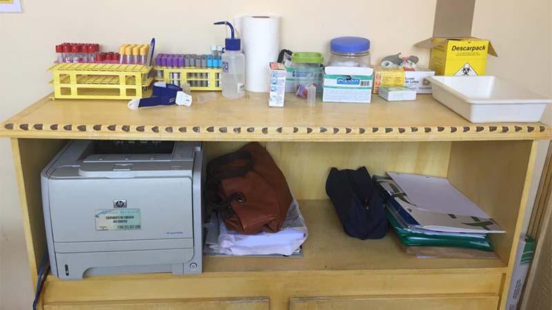 Armazenamento inadequado de materiais médicos foi uma das irregularidades envcontradas em clínica da mulher no Parque 10 (Foto: Visa Manaus/Divulgação)