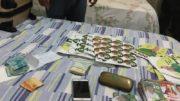 Dinheiro e santinhos foram encontrados com o ex-prefeito de Nhamundá, informou a Polícia (Foto: PC-AM/Divulgação
